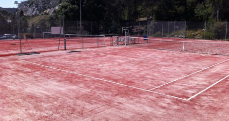 Tennis en Gazon Rouge CARRY LE ROUET
